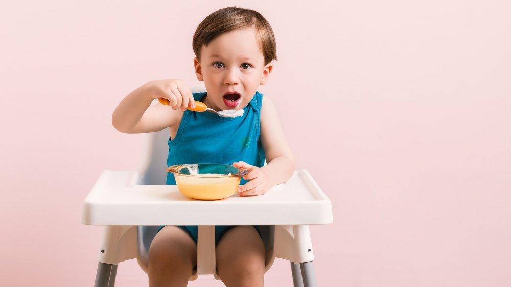 nourrir bébé pour assurer sa croissance